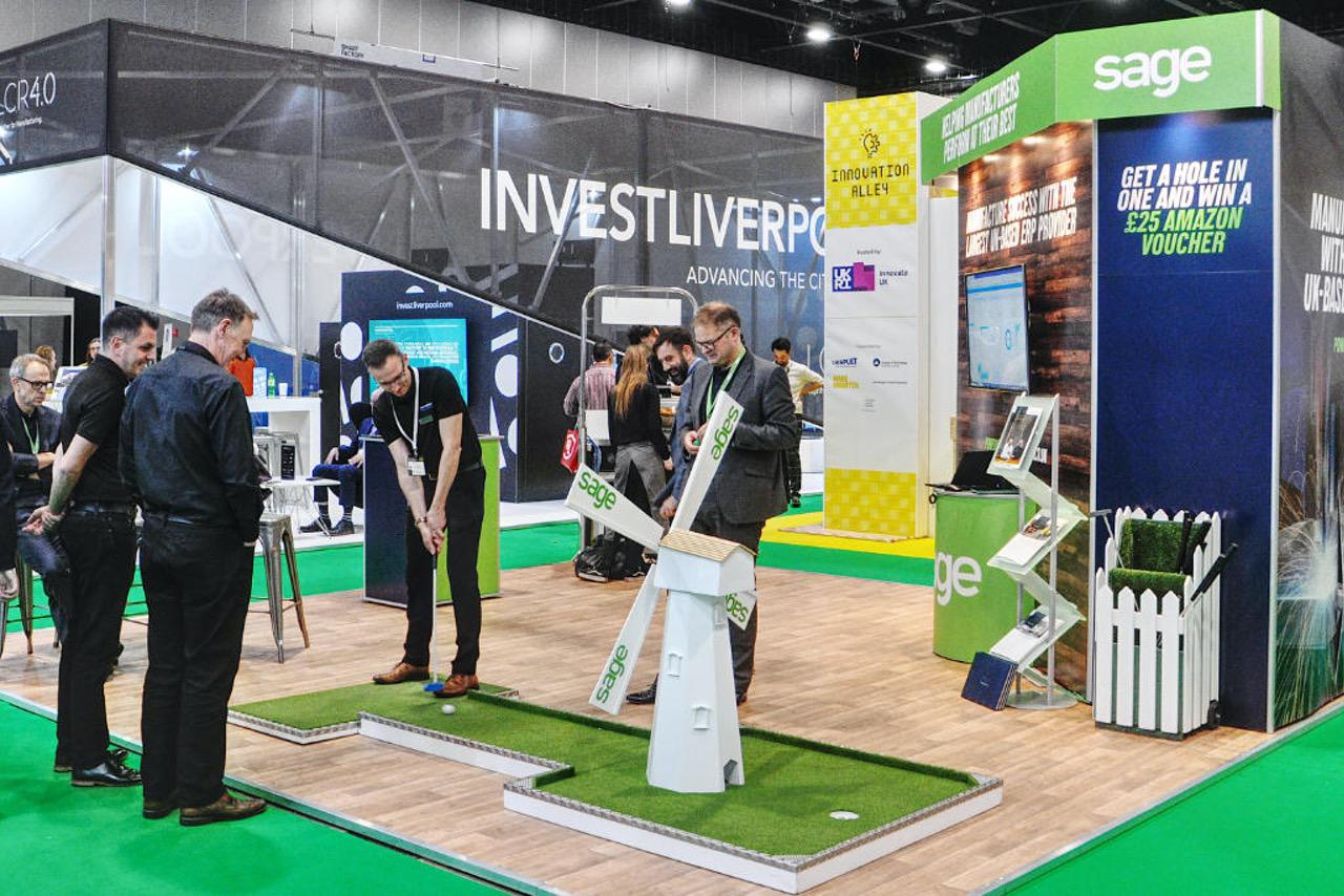 Innovative exhibition stand mobile crazy golf by crazy9