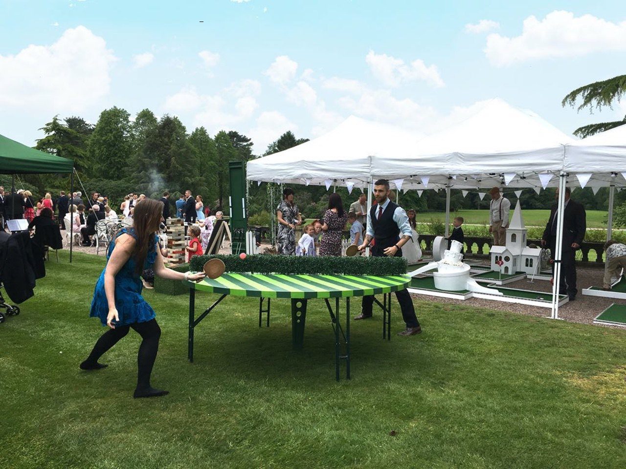Capesthorne Hall Mobile Crazy Golf revolving round table tennis table