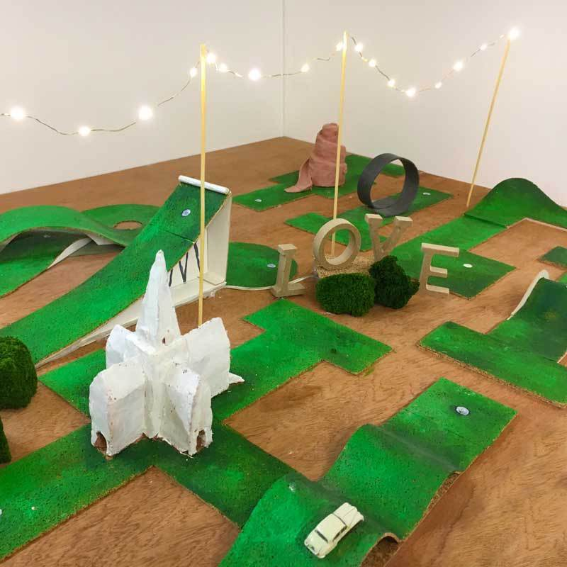 mobile-crazy-golf-scale-model