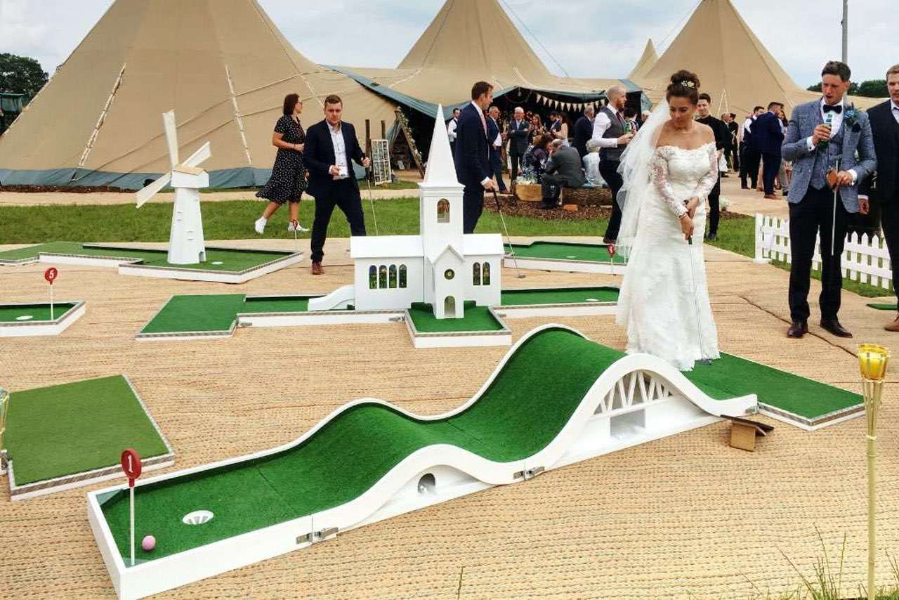 Tipi Unique and wedding mobile crazy golf - the honeymoon